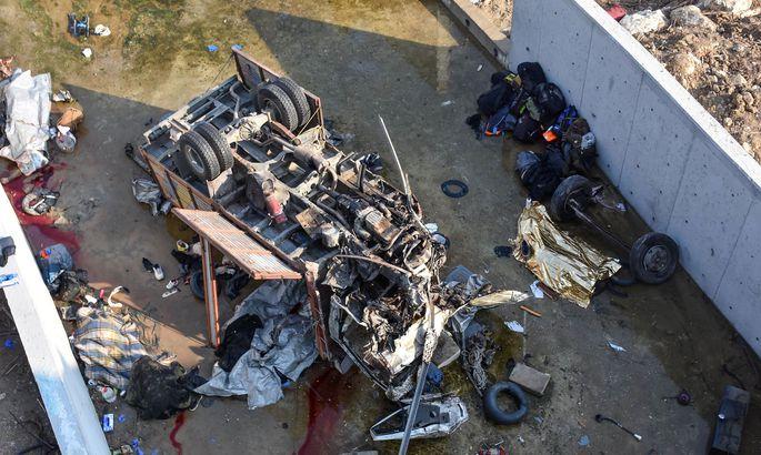 ВТурции рухнул впропасть фургон  смигрантами. Погибло 22 человека