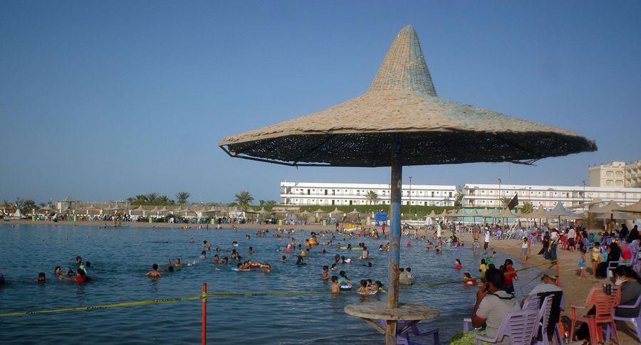 Туристы погибли при вооруженном нападении на береге  вХургаде