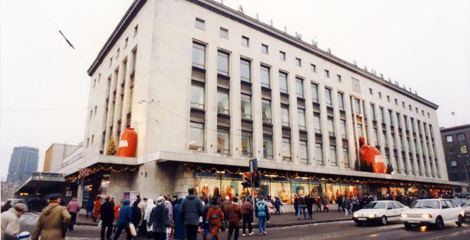 697947499ee Postimees 1994. aastal: tundmatu pommiähvardaja sulges Tallinna ...