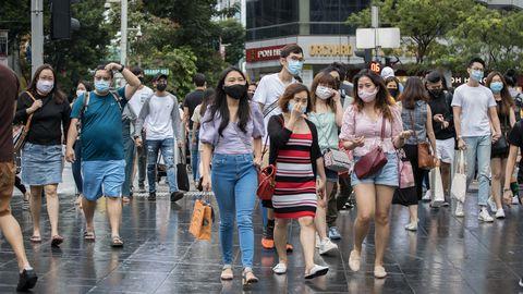 Singapuris on seni registreeritud ligi 58 000 nakkusjuhtumit ja 28 koroonasurma. Pildil maskides inimesed Singapuri tänavapildis, 12. september, 2020