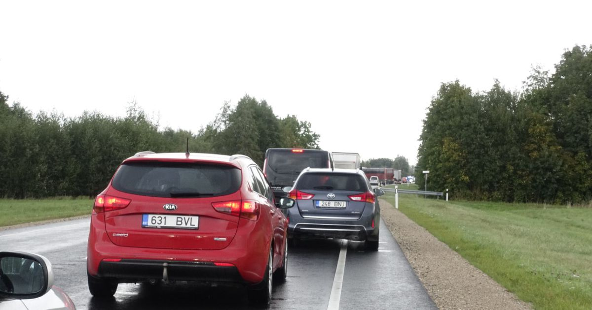 Teade bussireisija võimalikust pommist sulges Pärnu-Rakvere maanteel liikluse