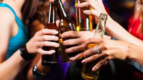 Alkoholi tarvitamine tõstab lapsel sünnidefektide arenemise riski.