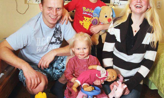 c122cf6926d Pärnulane Olav Karulin sai pärast kohtuskäiku õiguse võtta poeg enda juurde  elama. Nüüd on tal uus kaasa ja õnnelikus peres kasvab ka tütar.