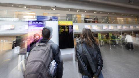 Sotsiaalministri arvates tuleb ajale jalgu jäänud lennupiirangud üle vaadata ning isolatsiooninõuded siduda koefitsendiga Eesti keskmisest nakatumisnäitajast. Pildil Tallinna lennujaam.