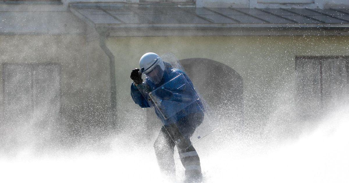 Video: politseimuuseumis lasti inimest veekahurist
