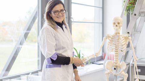 Keemiaõpetaja Kristelle Kaarmaa tunnistab, et distantsõpe on olnud põnev väljakutse