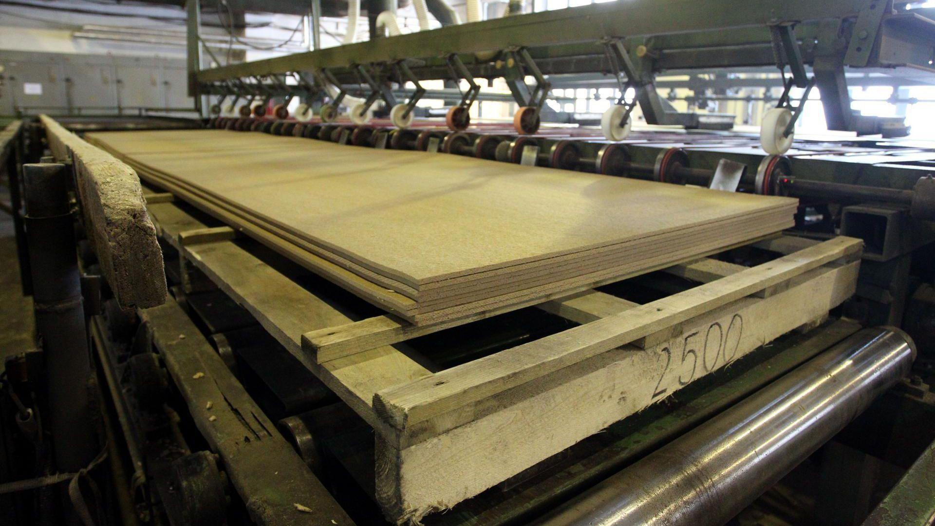 Puitkiudplaate tootva Nordic Fibreboardi nõukogu otsustas sulgeda Püssi tehase alates märtsi lõpust.