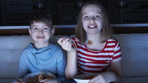 Lapsed ei tohiks teleri ees või arvutimänge mängides veeta rohkem kui seitse tundi nädalas.