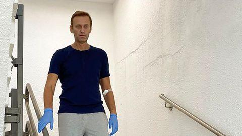 Sotsiaalmeedias avaldatud kuupäevata pilt Venemaa opositsioonipoliitik Aleksei Navalnõist Saksamaal Berliinis Charite haiglas trepist laskumas (19. september 2020).