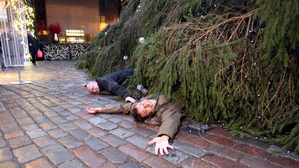 Среди бела дня на людной площади Переяслава-Хмельницкого упала главная елка - Цензор.НЕТ 3336