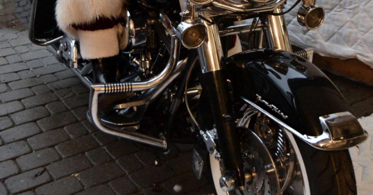 Nahkvestides päkapikud toovad mootorite möirgel lastele tonni jõulurõõmu