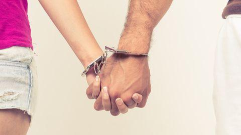 Vangi naine kirjutab: ma mõistan naisi, kes vangist mehed seksi puuduse tõttu välja vahetavad