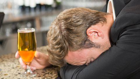 Alkohol muudab küll uniseks, kuid takistab välja puhkamist.