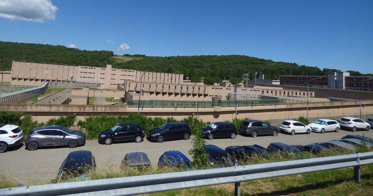 Itaalias uuritakse 15 piinamises kahtlustatava vanglatöötaja tegevust