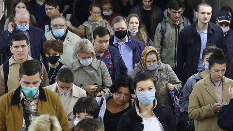 Moskvalastele antud tervisejuhendid näevad ette maskide ja kinnaste kandmist metrooga sõitmisel. Reeglite rikkumise eest on alates kevadest tehtud 47 000 trahvi kokku üle 237 miljoni rubla väärtuses.