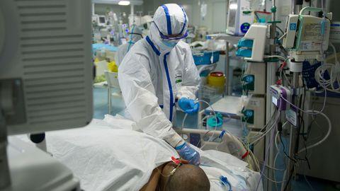 Tänaseks on Hiina teatanud 2715 koroonaviiruse tõttu surnud inimesest. Wuhani haiglas on endiselt kibekiired päevad.