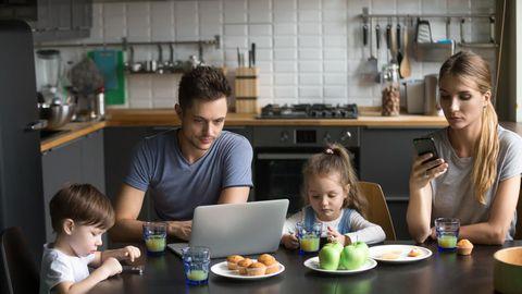 Lapsed järgivad vanemate eeskuju. Väiksena tuleksid nad rõõmuga kaasa välja liikuma. FOTO: Shutterstock