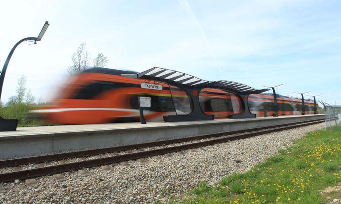 12cb2cdbef4 Eile kell 13.09 Tallinnast sõitma hakanud ja kell 15.11 Tartusse jõudnud  ekspressrong kihutas Tabivere peatusest mööda kiirust vähendamata.
