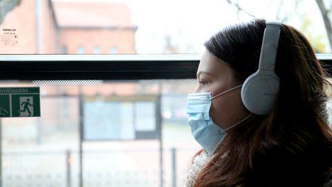 Ruumis ja ühistransporti kasutades tuleks inimestel kanda kaitsemaski.