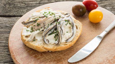 Õlis konserveeritud sardiinid on kõhtutäitev võileivamaterjal.