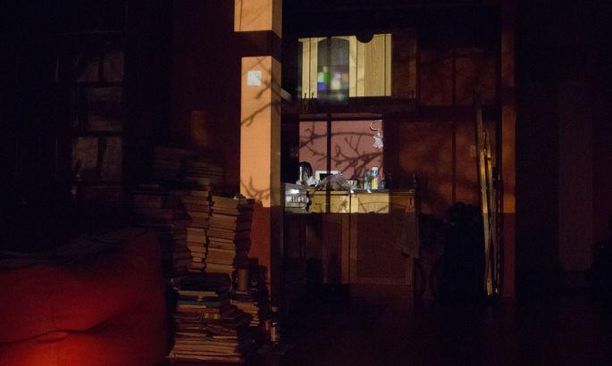 9b13bc8204b Tallinna Heina tänava elanikke häirib tööstushoone hoovist tuppa paistev  ere valgustus.