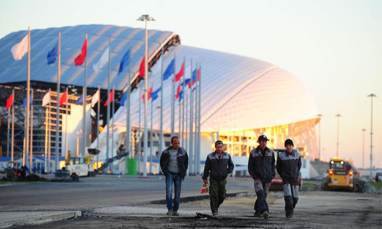 строители олимпийских объектов в сочи фото этими девушками