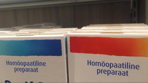 Homöopaatilised preparaadid apteegis.