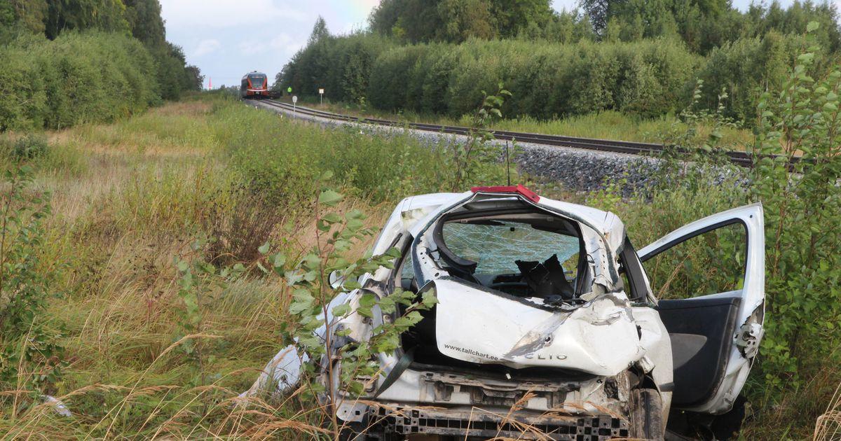 Raudteeõnnetuses lömastus sõiduauto esiosa tundmatuseni
