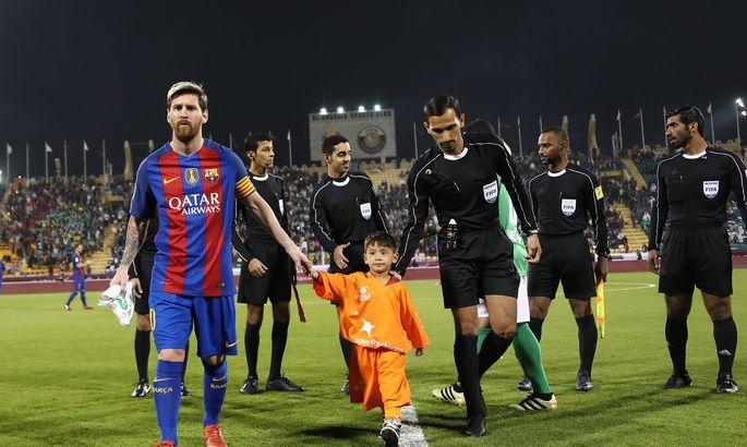 54f781322c7 Murtaza Ahmadi 13. detsembril 2016 koos FC Barcelona ründajal Lionel Messiga