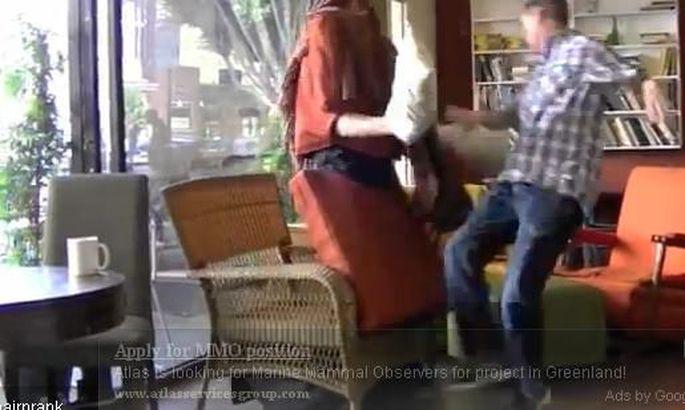 Щупает женщин в транспорте видео мужа женскую одежду