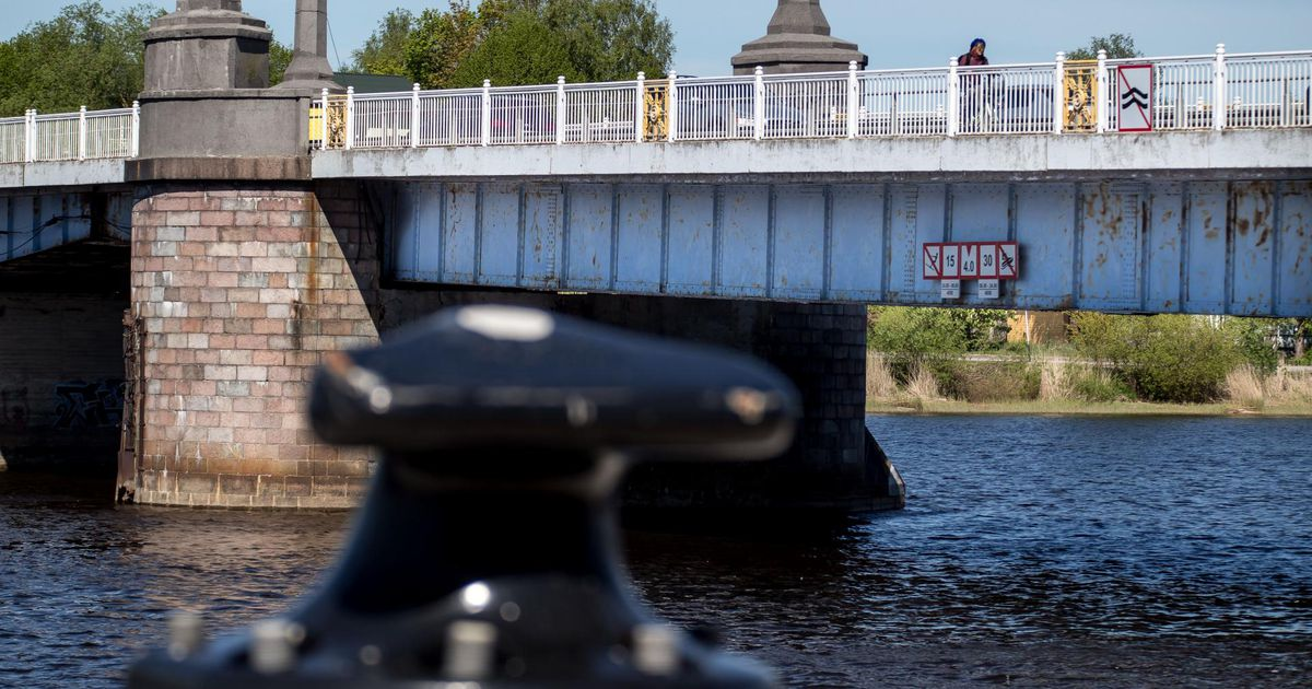 Paat rammis Kesklinna silla juures tugitalasid