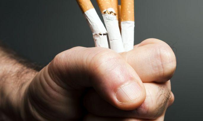 Не может расстаться с сигаретой во время секса, фото девичьих анальных отверстий крупным планом